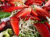Ensalada germinados fresas