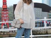 Outfit jeans bordados para primavera