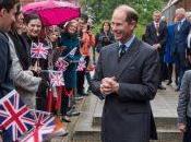 principe Eduardo visita Bell Cambridge