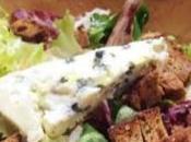 Ensalada gourmet queso azul picatostes