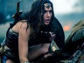 Wonder Woman Tierna mirada puños implacables