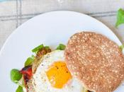 Sándwich huevo verduras plancha