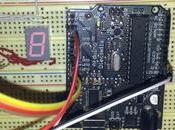 Controlando display segmentos Arduino botón interrupción.