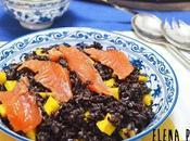 Ensalada arroz negro salmón marinado vinagreta mango
