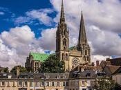 Catedral Chartres, ¿sabías tiene laberinto iluminado unas bellas vidrieras azules?