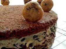 torta brownie relleno chocolate chip cookie