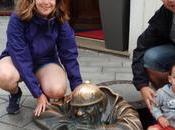 estatua tiro porque toca Ruta estatuas Bratislava