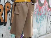 abrigo camel cruzado, vestido colores tacon calcetin