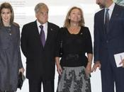 Príncipes Asturias visitan Insituto Cervantes Madrid Presidente Chile esposa. look Dña. Letizia
