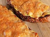 Tosta calabacín, tomate queso [Más parece]