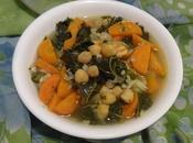 Soupe carottes, chou kale pois chiches carrot, chickpeas soup sopa zanahoria, garbanzos حساء الجزر الكرنب الاجعد الحمص