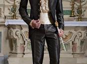 Traje novio barroco, casaca época cuello Napoleón tejido brocado gris-oro botones dorados