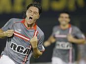 Verón, Estudiantes sacó tres puntos vitales Paraguay