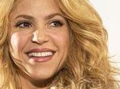 Shakira canta fans muestra mejoría afección vocal (VIDEO)