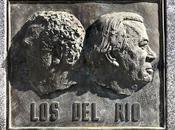 """glorieta dedicada """"Los Río""""."""