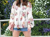 Outfit primavera blusa flores falda vaquera