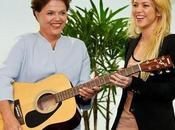 Shakira regala guitarra presidenta Brasil