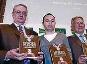 Andrés Iniesta apadrina 'Héroes deporte', séptima edición libro solidario