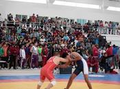 Participan deportistas campeonato nacional luchas asociadas