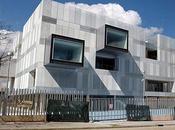 fondo: Nueva comisaría Fuencarral-El Pardo. Voluar Arquitectura