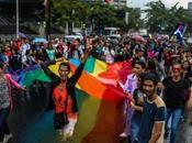Fiesta Orgullo #LGBTI empañada crisis lluvia #Caracas #Venezuela