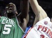 Shelden Williams Nate Robinson dieron victoria ante unos desacertados Detroit Pistons.