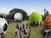 mover pelotitas: vecinos invitados empujar balones gigantes practicar valor esfuerzo colectivo…