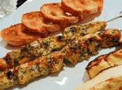 Brochetas pollo horno manzana asada