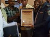 Grupos sociales premian labor coronel Cristobal Segura (Cuquito).