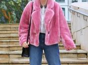 Abrigo rosa look sporty chic invierno