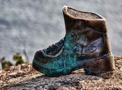 Monumentos calzado: bota peregrino Finisterre