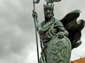 Estatua dedicada Alfonso Fernández, plaza Santo Martino, León.