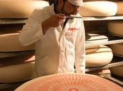 secreto escondido detrás agujeros queso Suiza