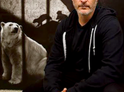 Joaquin Phoenix visita estación metro Toronto para apoyar campaña murales veganos