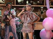 Katy Perry presenta primera directo single 'Small Talk'