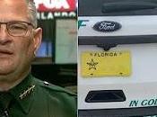 'Estamos lado': Sheriff dobla calcomanías Trust' después queja grupo ateo
