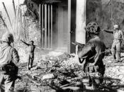 Historia imagen: Japonés rindiéndose pelotón Marines