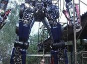 Transformers gigantescos construidos restos coches...