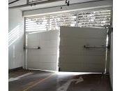 ¿Como debemos evitar ruidos, vibraciones desperfectos puertas garaje alto tránsito?