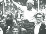 1945: Zurdo Bielva saluda boina mano tras ganar Campeonato Provincial
