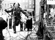 """Soldado saltando """"muro"""" Berlín"""