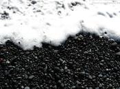 Espuma orilla negra