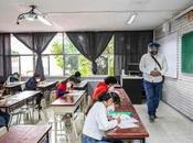 Denuncian salones desatendidos examen admisión UASLP