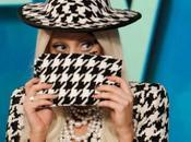 """Lady Gaga visitó show """"The View"""" vestida pata gallo, juego piano"""