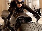 ¡anne hathaway vestida como catwoman!