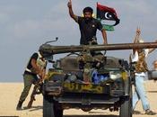 rebeldes toman aeropuerto ciudad natal Gadafi