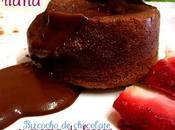 Bizcocho chocolate relleno crema fresas