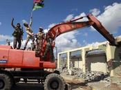 excavadoras tiran complejo residencial Gadafi
