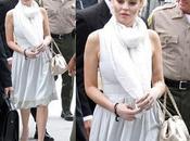 Lindsay Lohan acudió juzgado blanco dorado