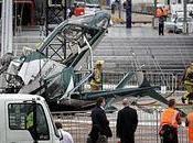 helicóptero estrelló durante instalación árbol Navidad Auckland, Nueva Zelanda (Contiene Vídeo)